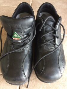 Woman's safety shoes size 6 Kawartha Lakes Peterborough Area image 3