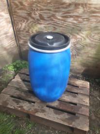 120 litre plastic barrel with bung lid