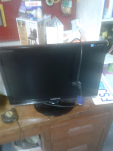 Two monitors very good condition