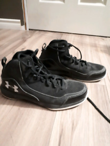 Size 7.5 underarmour basket ball shoes