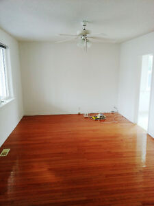 LARGE 4 bedrm house -- West End - Laundry - ALL INCLUSIVE
