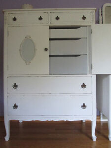 1920 Refinished pair of matching antique dressers