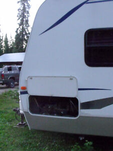 2005 29' Cougar Trailer For sale or Trade for Camper. Prince George British Columbia image 3
