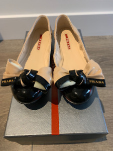 BRAND NEW/NEVER WORN - AUTHENTIC PRADA FLATS, SIZE US 6/EU 37