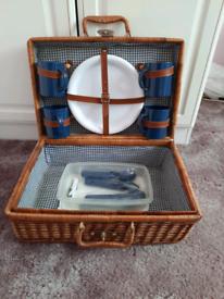 Wicker picnic basket, new