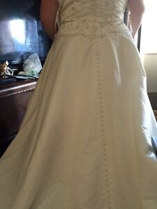 plus-size wedding dress for sale Peterborough Peterborough Area image 2