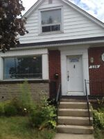 Beautifully Renovated House! 5 Min Bus Ride to Mohawk!