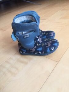 Baby bogs size 7