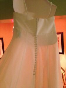 BEAUTIFUL OFF WHITE WEDDING DRESS sz 6 Sarnia Sarnia Area image 4
