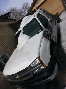 Part Out Silverado 2500HD 2006 crew cab 2WD