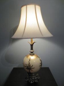 Lampe de table ou chevet ancienne.