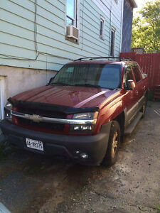 2005 Chevrolet Avalanche Red Pickup Truck