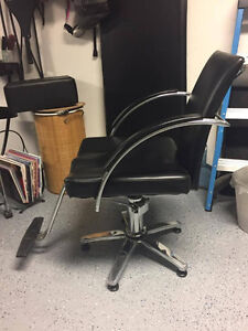 Chaise de coiffure |  Styling chair West Island Greater Montréal image 1