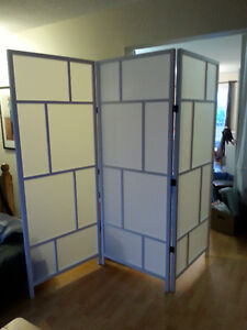 Room divider, white Great condition/ Paravent blanc