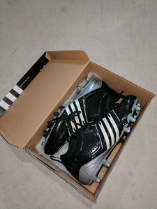 Men's size 11 Adidas football cleats