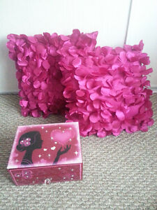 Girls Pink and Purple Dream Room accessories