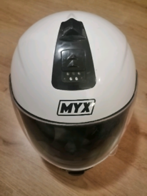 MYX FULL FACE CRASH HELMET; SIZE MEDIUM