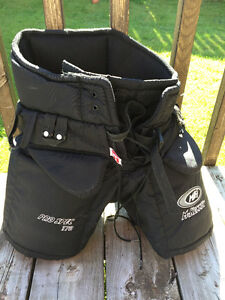 McKenney 370 Pro-Spec goalie pants, size small