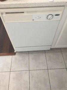 Whirlpool Dishwasher - White - Excellent working condition