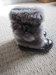 Girls Winter Dress Boot - size9