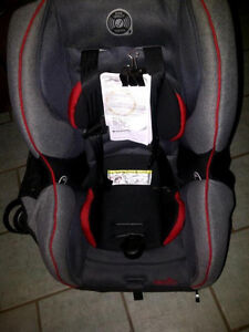 BRAND NEW EVENFLO SURE RIDE/TITAN 65 CARSEAT