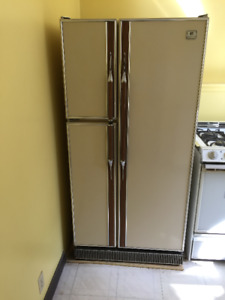 !!!!! FREE SIDE BY SIDE WORKING  REFRIGERATOR !!!! 780-4370-2028