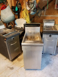 2 Garland 2 Quest stainless deep fryers clean and reconditioned