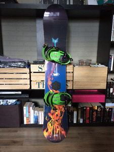 Snowboard Burton Troop + fixations Burton Custom
