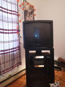Cafétière-télévision-meuble TV-chaise-poêle-dvd-vidéo-Micro onde