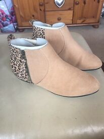 Lady's shoes size 7 new