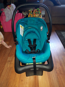 Cosco Light' N Comfy car seat