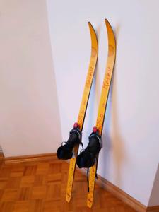 Skis fond enfants Karhu avec les bottes 29 eu( 12.5 US enfants)