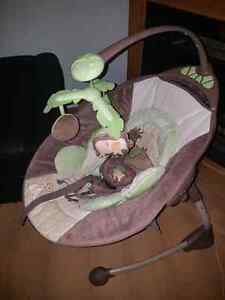 Balancoire,chaise haute et bain pour bebe