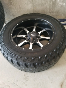 20 inch Moto Metal rims on 35 × 12.5 Cooper STT Pro