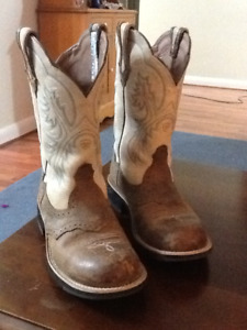 Ariat FatBaby Round Toe size 9