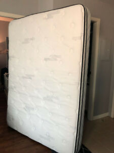 Queen Size Mattress (6 months used) from Sleep Country dwtn Van