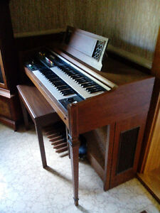 Yamaha BK-20AI Electric organ with matching storage bench