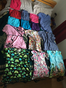 7 scrubs pants and 7 scrubs tops (size x-small - small) 100$