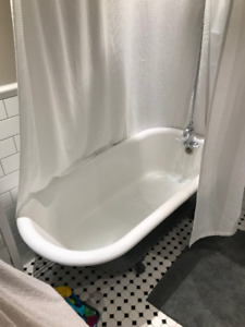 claw foot tub w/ matching pedestal sink and toilet