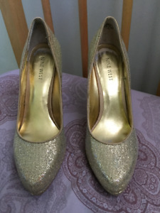 Nine West heel. Gold Glitter Platform heel. Mint Condition.