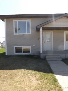 3 BEDROOM 1/2 DUPLEX  - Showing Tues Jan 24 - Call for appt.