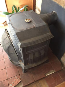 Vermont Castings Resolute Woodstove in Excellent Condition