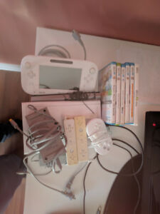 Wii U 8GB with 6 games and Wiimotes
