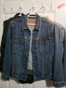 Levi's Small The Shelf Trucker Jacket READ DESCRIPTION
