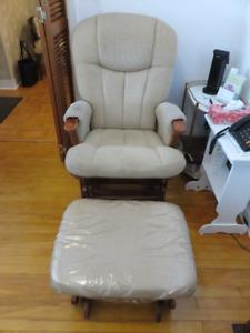 Chaise berçante en bois brun sur billes (2 morceaux)