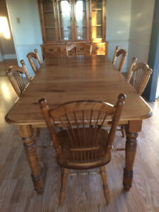 Dining table & hutch
