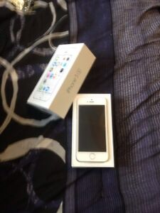 MINT iPhone 5s 16Gb in Original Packaging Unused with Accesories
