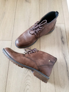 Casual shoes size 10