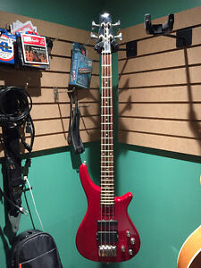 Dillion 4 String Active Bass West Island Greater Montréal image 1