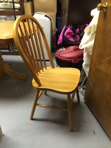 Solid Oak Table & Chairs Stratford Kitchener Area image 6